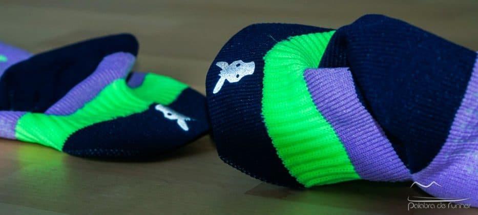 Detalle logo reflectante Sockers