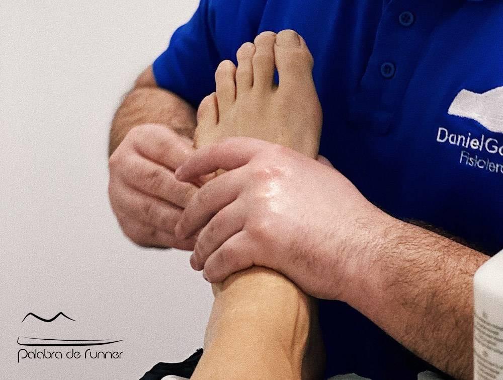 pies-corredor-uñas-negas-fisioterapeuta