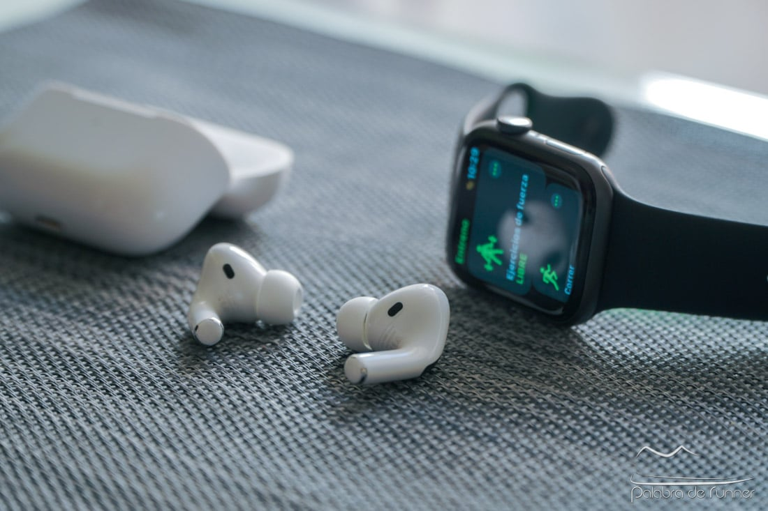 Apple AirPods Pro junto al Watch