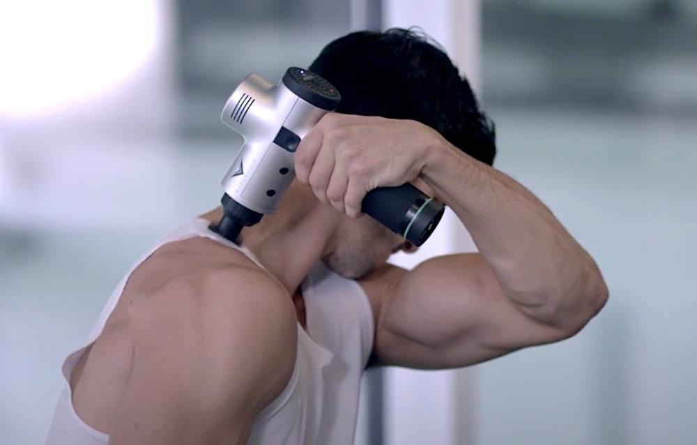 recuperacion muscular con pistola de masaje